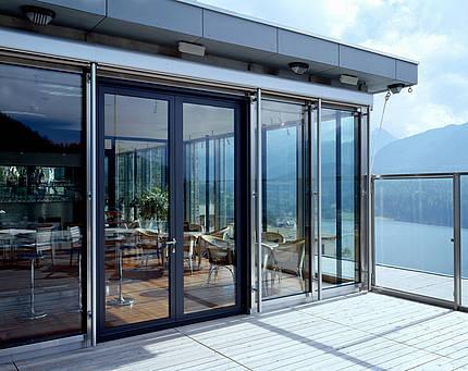 Wer die Wahl hat…: Fenster und Türen gibt es  aus den tollsten Materialien