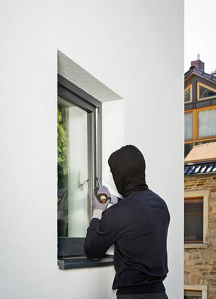 Der Verband Fenster + Fassade rät: So macht man mit sicheren Fenstern und Türen Einbrechern das Leben schwer