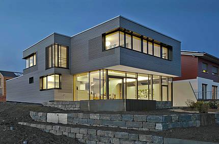 Fenster- und Türentrends: Vom großformatigen Lichtspender bis zur edlen Hightech-Haustür